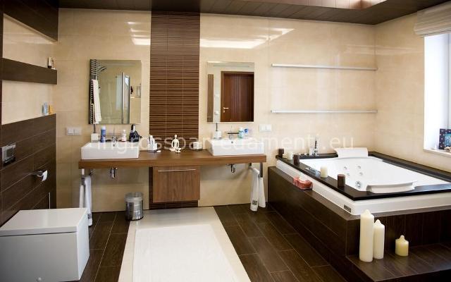 bagno moderno beige e marrone  avienix for ., Disegni interni