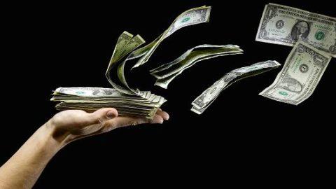 Gli italiani sanno come spendono i propri soldi?