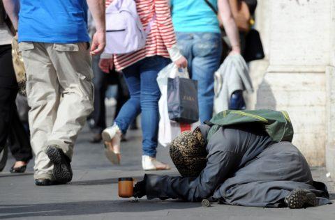 L'ITALIA: IL PAESE DEI RICCHI E DEI POVERI