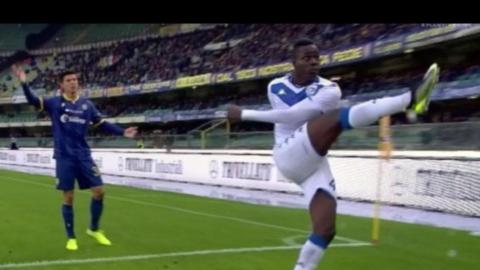 I tifosi del Verona contro Balotelli