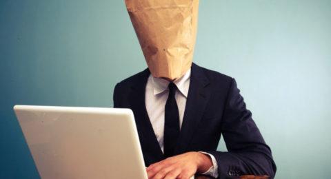 È giusto combattere l'anonimato online?