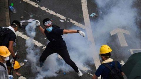 LA REPRESSIONE TRA PECHINO E HONG KONG