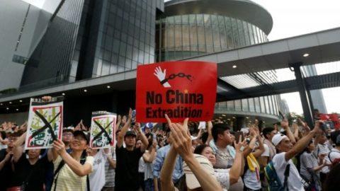 VIOLENTI DISORDINI AD HONG KONG